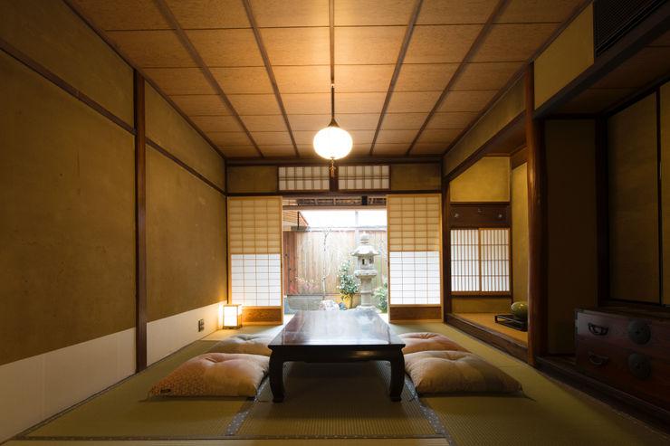 一級建築士事務所 (有)BOFアーキテクツ 아시아스타일 거실