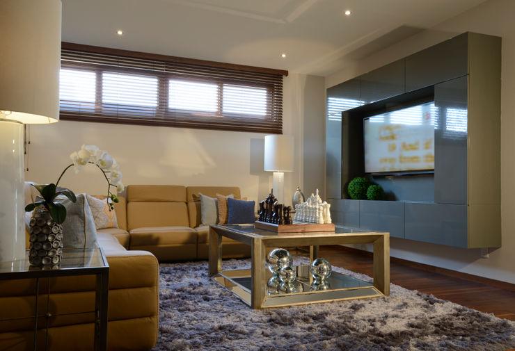 Sala area de TV Casa GL homify Salas modernas Madera Gris