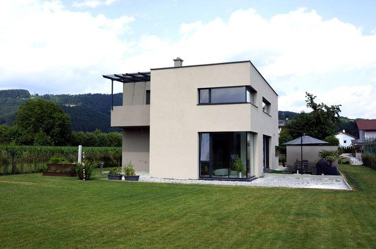 Gartenansicht Einfamilenhaus S. up2 Architekten Moderner Garten Ziegel Braun
