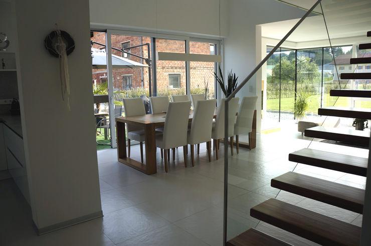 Innenansicht Essbereich Einfamilenhaus S. up2 Architekten Moderne Esszimmer