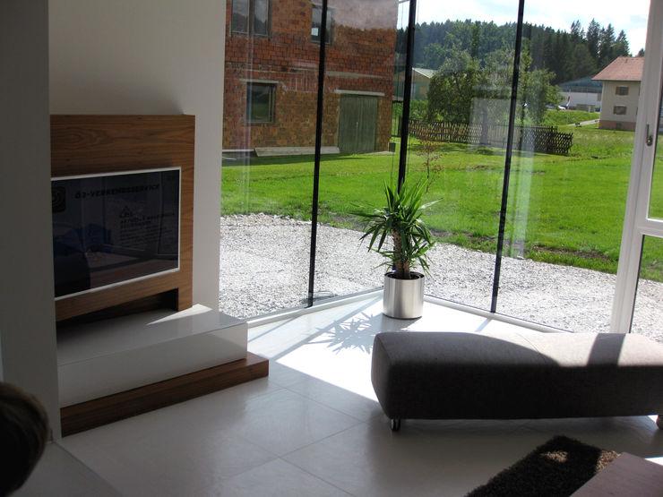 Innenansicht Wohnraum Einfamilenhaus S. up2 Architekten Moderne Wohnzimmer