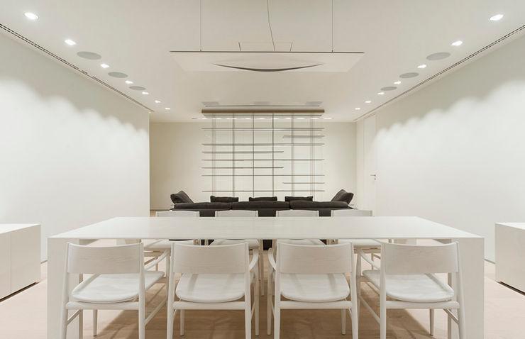 ST. REGIS 2301 TENTER Arquitectura y Diseño Comedores modernos Madera Blanco