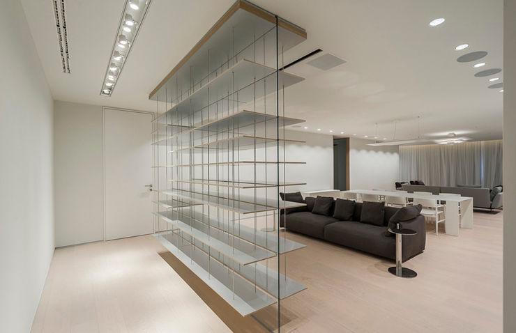 ST. REGIS 2301 TENTER Arquitectura y Diseño Pasillos, vestíbulos y escaleras modernos Madera Blanco