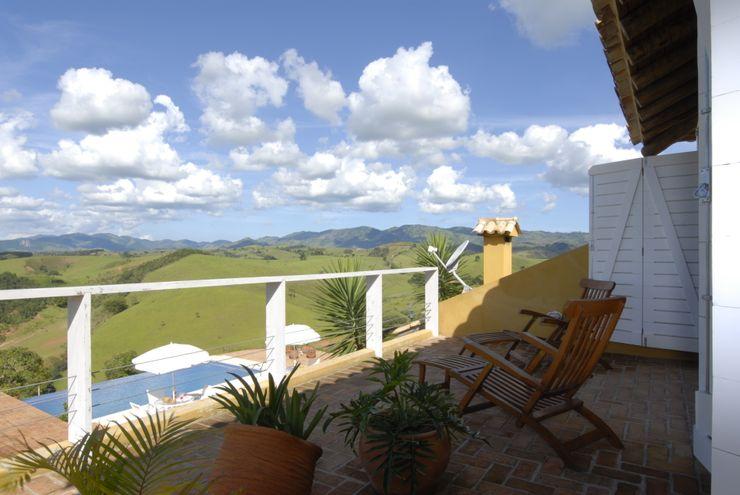 Carmen Saraiva Arquitetura Rustikaler Balkon, Veranda & Terrasse