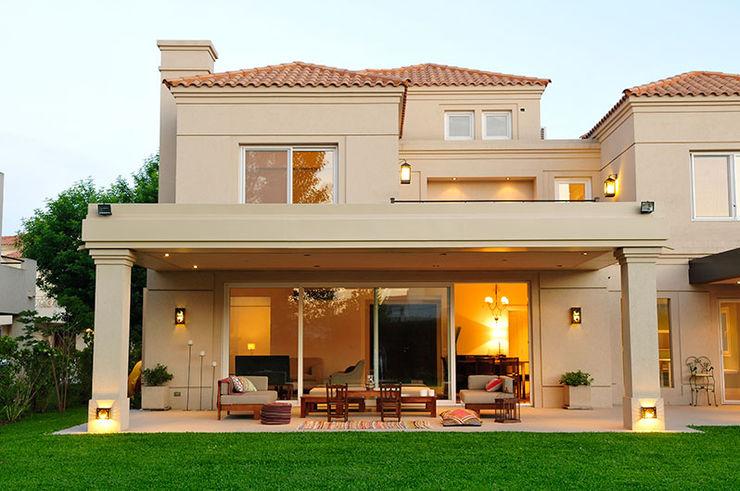 JUNOR ARQUITECTOS Modern home