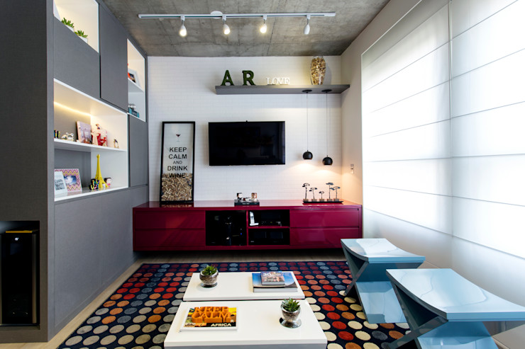 Home cereja Adriana Pierantoni Arquitetura & Design Salas multimídia modernas