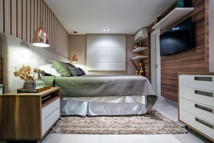 Suite Master Adriana Pierantoni Arquitetura & Design Quartos ecléticos