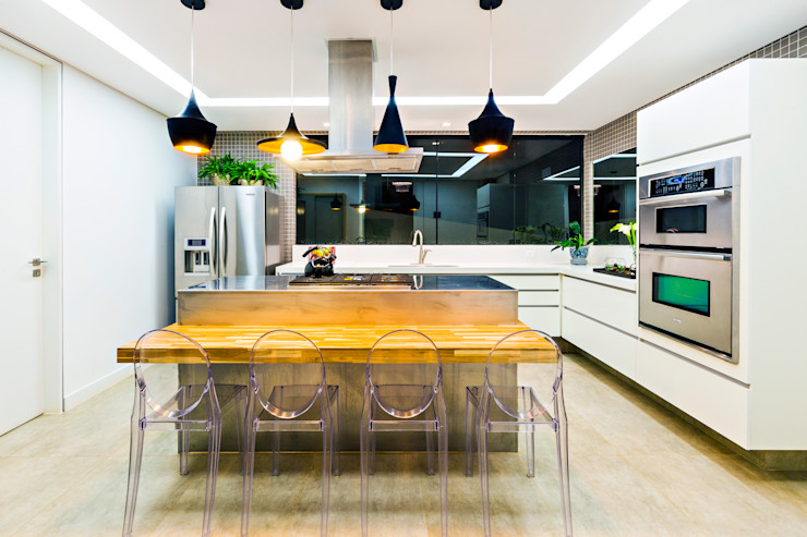 IE Arquitetura + Interiores Modern kitchen