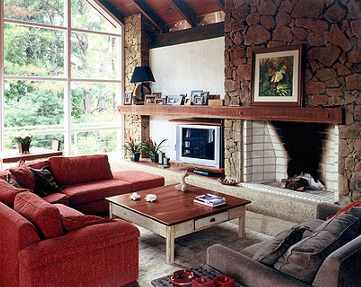 Finkelstein Arquitetos Livings de estilo rústico