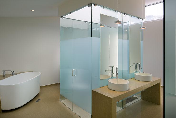 homify Modern bathroom Ceramic Beige