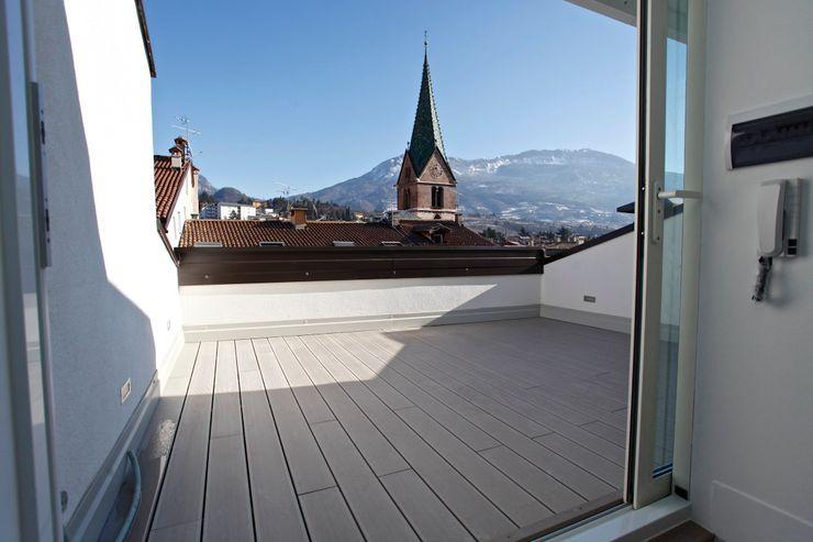 Terrazza Mangodesign Balcone, Veranda & Terrazza in stile moderno