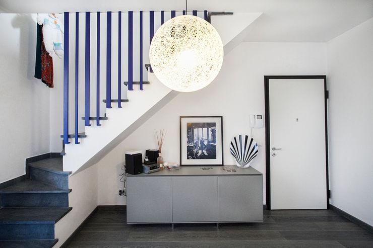 Alessandro Corina Interior Designer Mediterranean style corridor, hallway and stairs