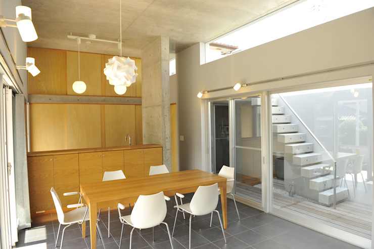 久安典之建築研究所 Minimalist dining room Tiles White