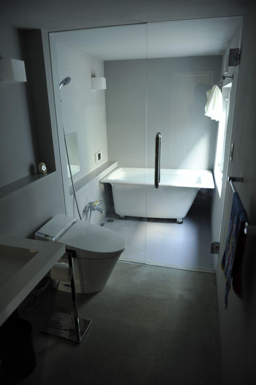 久安典之建築研究所 Minimalist bathroom Glass White