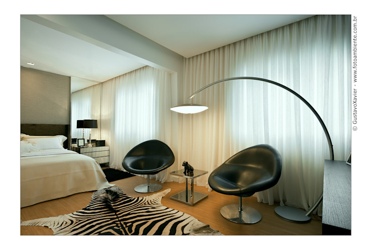 Cassio Gontijo Arquitetura e Decoração BedroomLighting Iron/Steel Beige