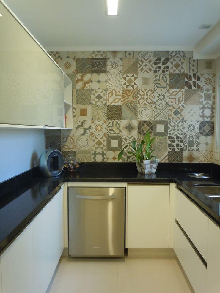 Flávia Brandão - arquitetura, interiores e obras Eclectic style kitchen Ceramic Beige