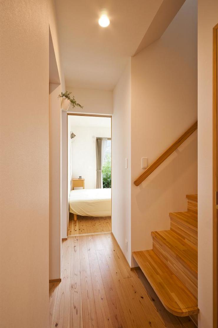 stairs キリコ設計事務所 Eclectic style corridor, hallway & stairs
