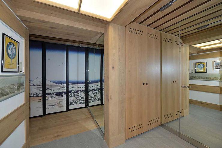 VITTORIO GARATTI ARCHITETTO Modern corridor, hallway & stairs Wood