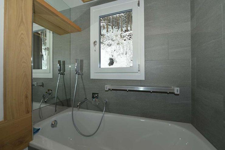 VITTORIO GARATTI ARCHITETTO Modern style bathrooms Stone