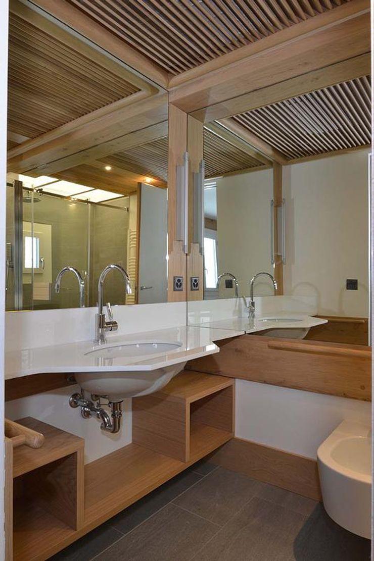 VITTORIO GARATTI ARCHITETTO Modern style bathrooms Wood