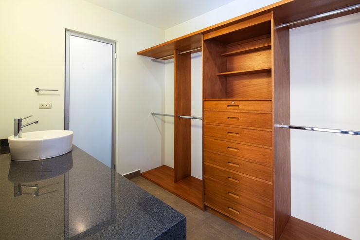 NODO Arquitectura Modern Dressing Room