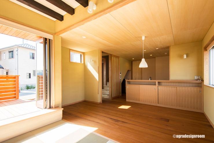 幅広厚板の米栂フローリングのあるLDK アグラ設計室一級建築士事務所 agra design room モダンデザインの ダイニング