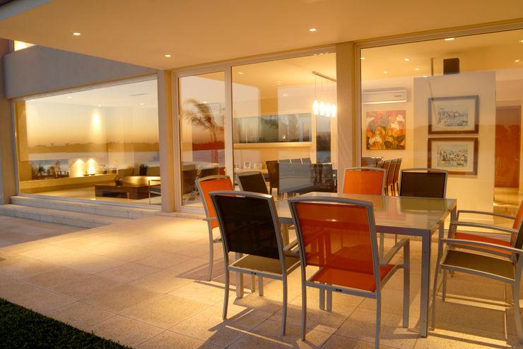 Mesa galeria Ramirez Arquitectura Comedores minimalistas Aluminio/Cinc Naranja