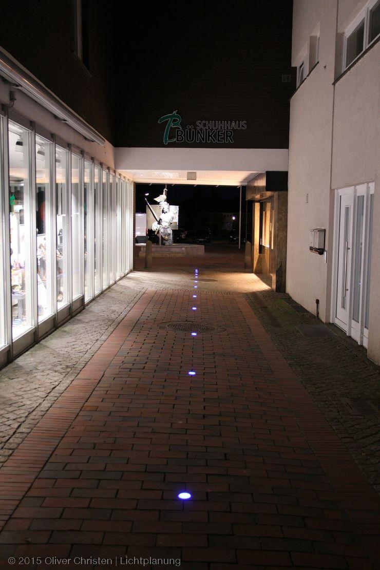 Wege in die Innenstadt werden ansprechend akzentuiert OC Lichtplanung Moderner Garten