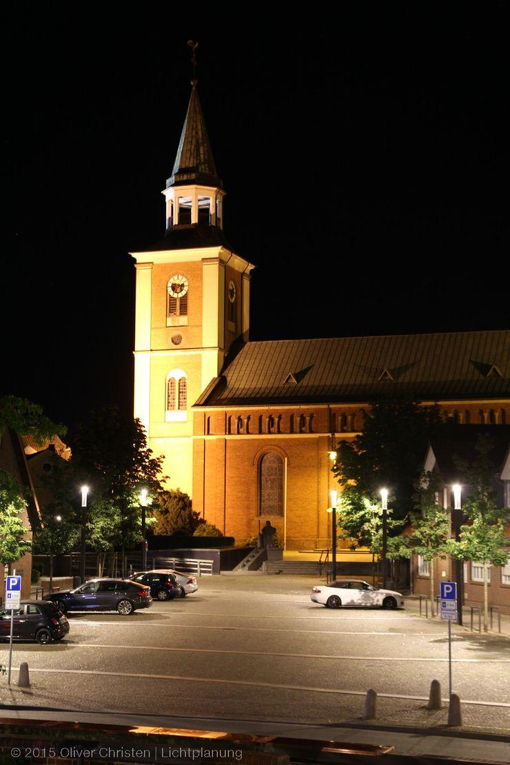 Ein Blick aus dem Rathaus .. auf den Rixheimer Platz OC Lichtplanung Moderner Garten