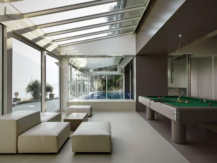 Villa T arkham project Balcone, Veranda & Terrazza in stile moderno