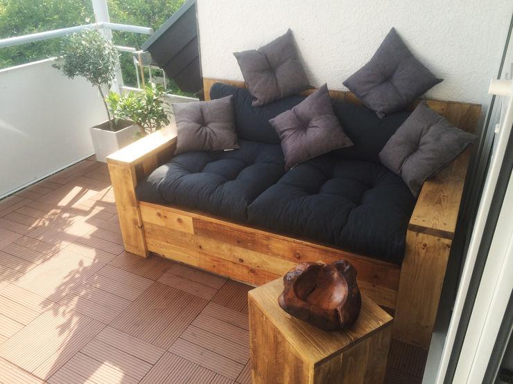 Palettensofa aufgebaut und lasiert Esther Jonitz Mediterraner Balkon, Veranda & Terrasse