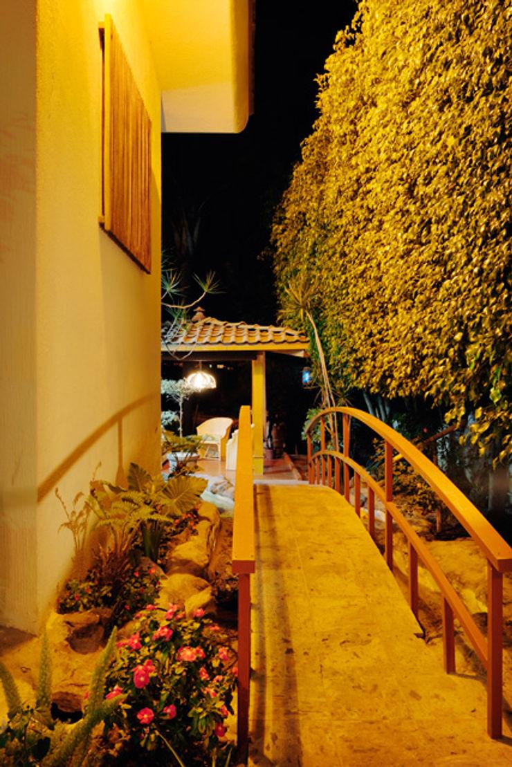 el puente Excelencia en Diseño Jardines asiáticos Derivados de madera Naranja