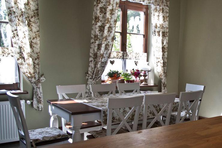 Projekt wnętrz dworu Projektant wnętrz Michał Hoffmann Klasyczna kuchnia Drewno Zielony