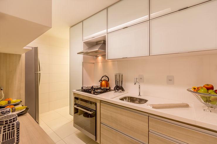 Flávio Monteiro Arquitetos Associados Modern style kitchen MDF White