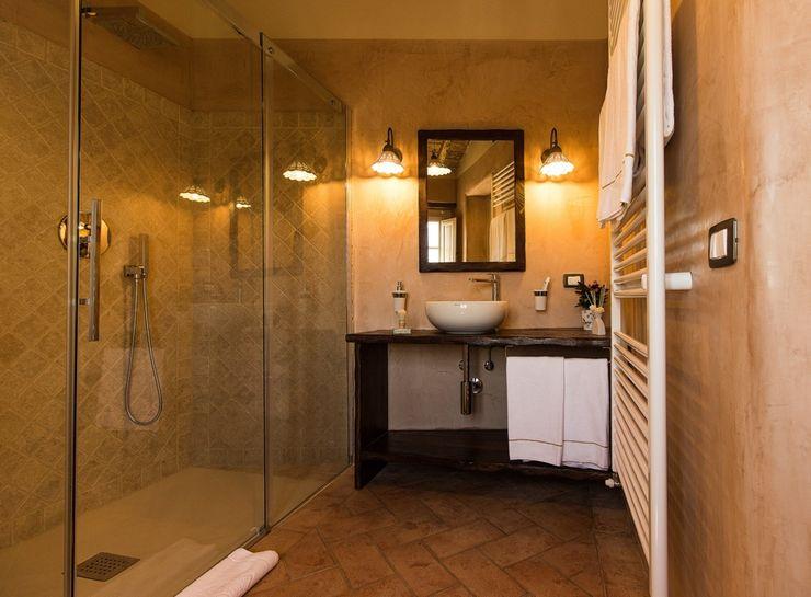 Studio Luppichini Rustic style bathroom