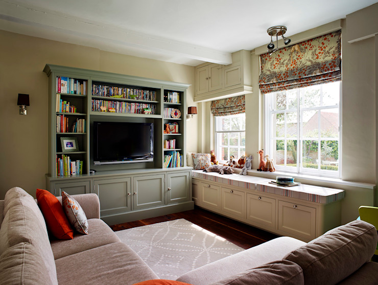 Fallowfield | Traditional English Country Kitchen Davonport Classic style living room Wood Green