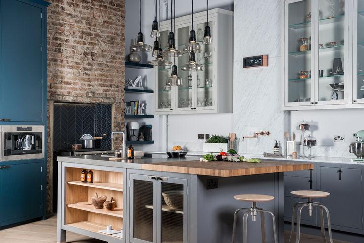 W9 | Eclectic Industrialism Davonport Cocinas industriales Madera Gris