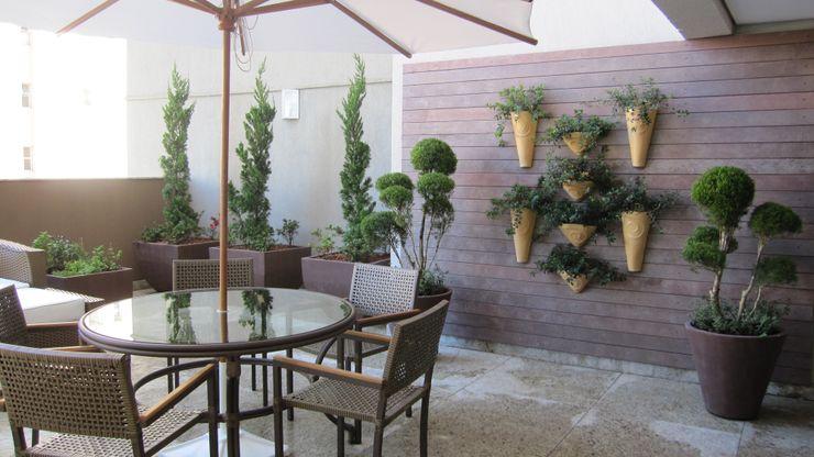 Jardins Naturais Junia Lobo Paisagismo Varandas, alpendres e terraços campestres