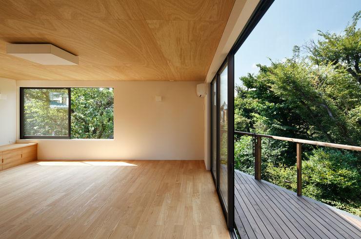 玉縄台の家 向山建築設計事務所 モダンデザインの テラス