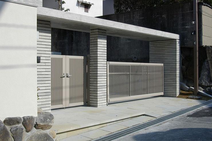 一級建築士事務所エイチ・アーキテクツ Modern Houses Tiles Grey