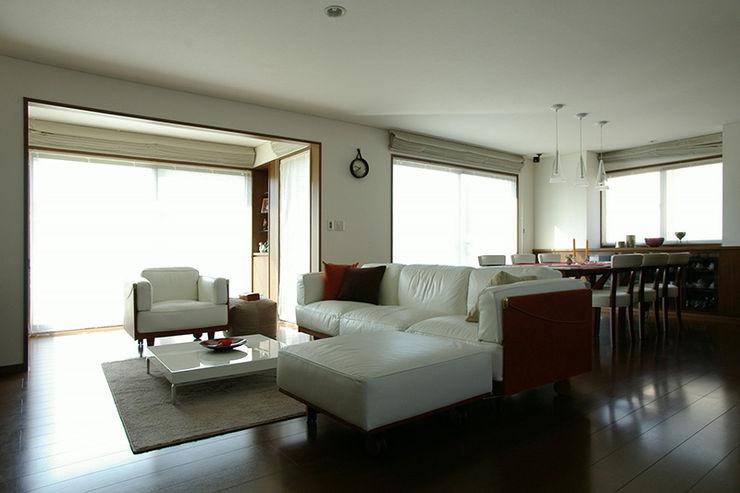 一級建築士事務所エイチ・アーキテクツ Modern Living Room Wood Brown