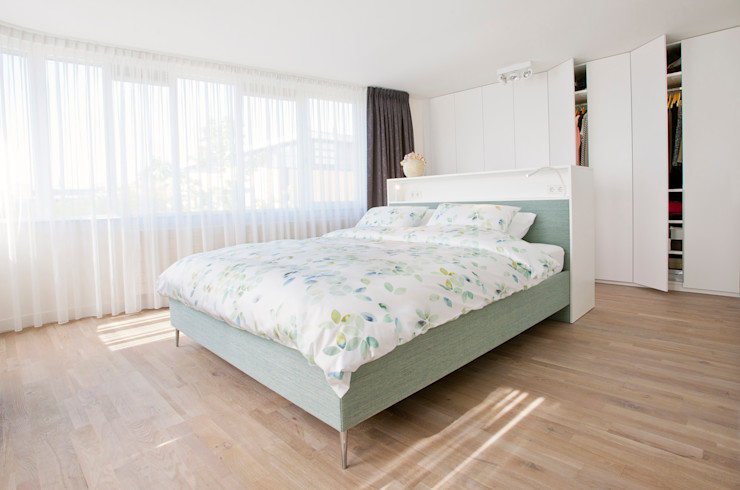 Egbert Duijn architect+ Modern style bedroom