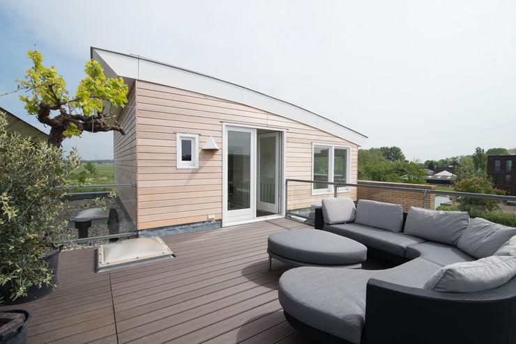 Egbert Duijn architect+ Modern balcony, veranda & terrace