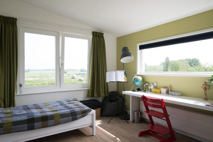 Egbert Duijn architect+ Modern nursery/kids room