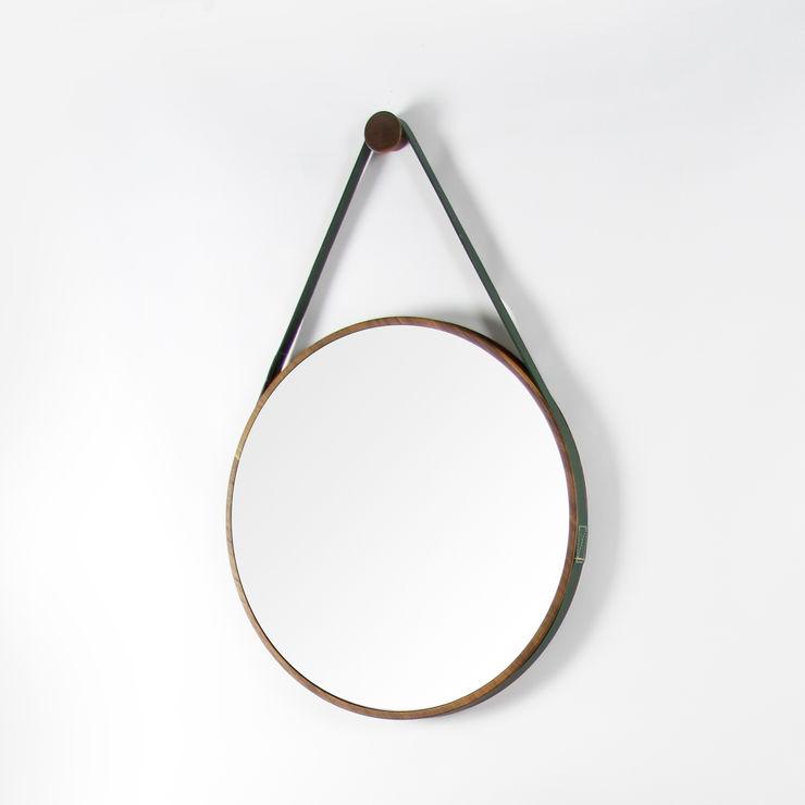 Loop Mirror Noble and Wood 玄關、走廊與階梯配件與裝飾品 木頭