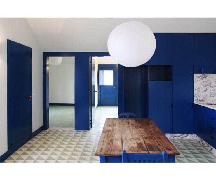 Caseiros House SAMF Arquitectos Living room Blue