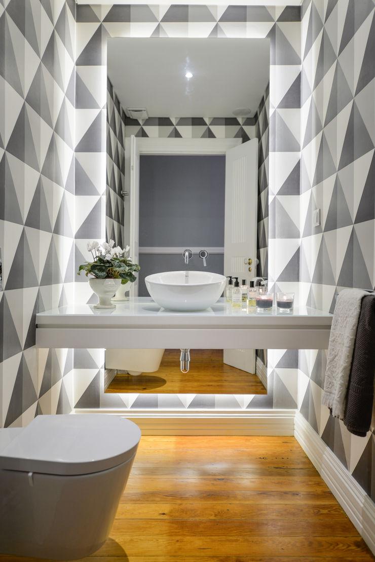 LAVRADIO DESIGN Salle de bain moderne Métallisé / Argent