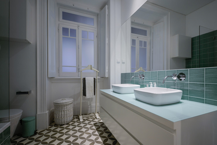 LAVRADIO DESIGN Modern style bathrooms Grey
