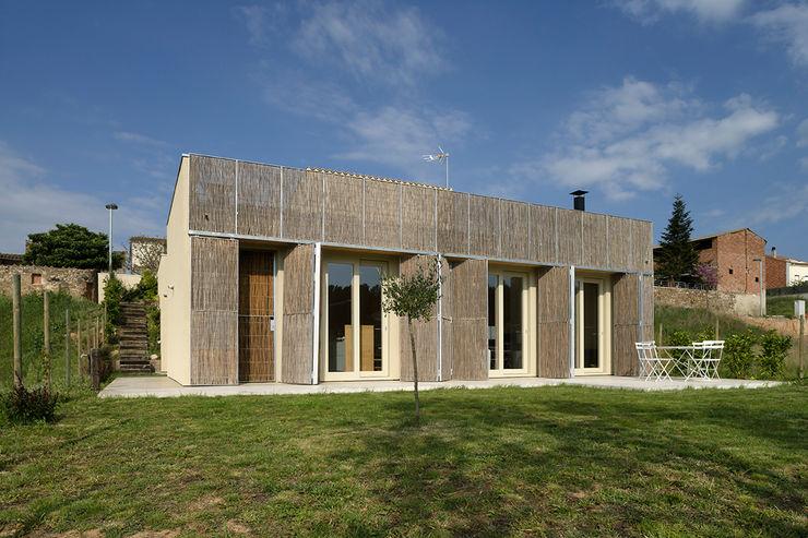 b-House Modern houses Wood Wood effect