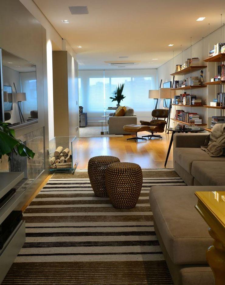 RESIDENCIA AS Maria Christina Rinaldi Arquitetos Eclectic style living room